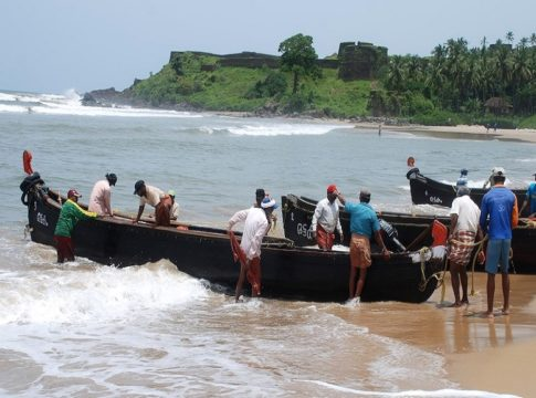 Coastal hartal begins; Harbors will be closed; The boats did not land