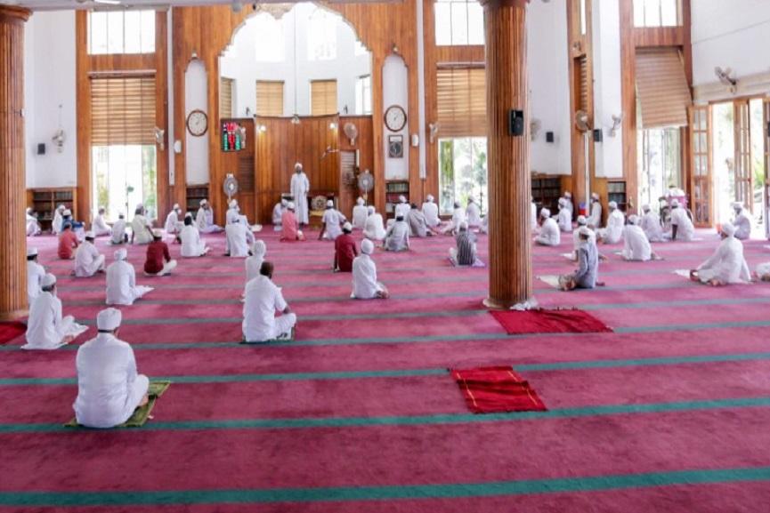 Madin grand masjid Covid Namaz