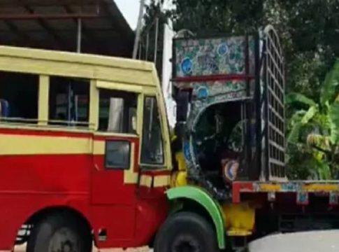 ksrtc-bus-lorry