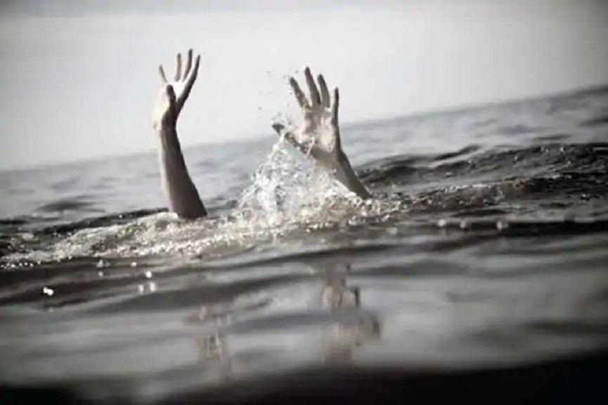 drown in river
