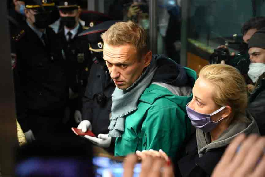 Russian court outlaws Alexei Navalny groups, labels them 'extremist'
