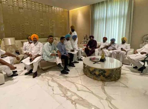 Navjot Singh Sidhu's meet with 62 Congress MLAs