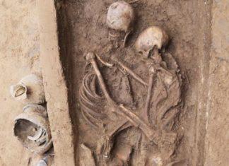 1600 years old lovers skeleton