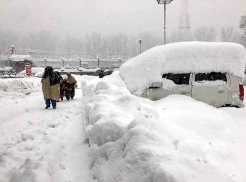 5 Were Died In Kshmir Due To The Heavy Snowfall