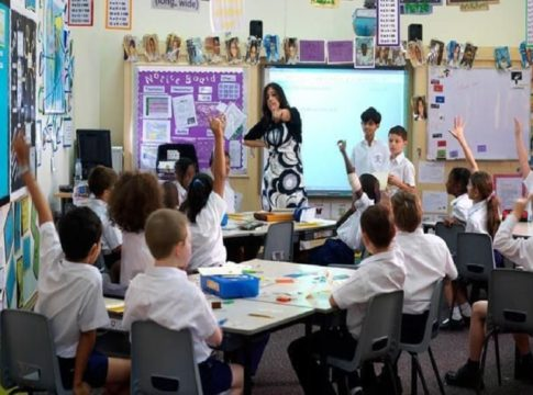 Abu Dhabi Decided To Avoid Mask And Social Distance In Schools