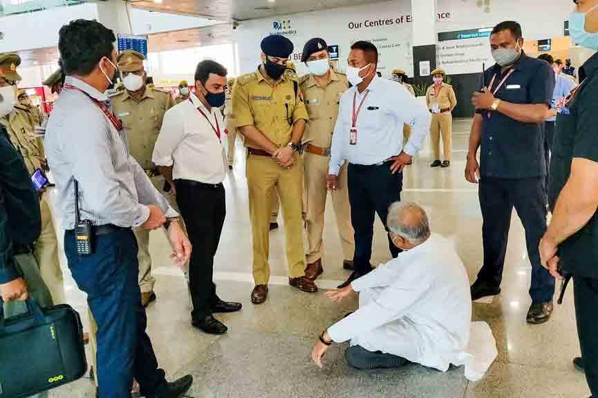 Chhattisgarh-CM-was-blocked-at-airport