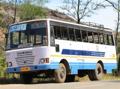 KSRTC driver assaulted for not giving side to scooter
