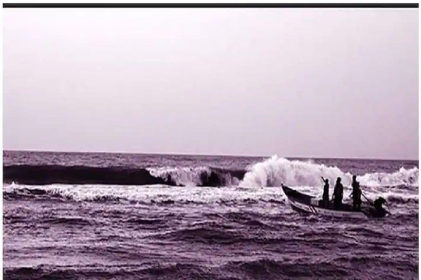 Three Fishermen Missing In Sea In Malappuram